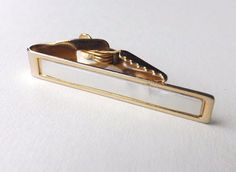 VINTAGE TIE CLIP Gold Tone with Faux Mother of Pearl Face FREE P&P #TieBarClipClasp