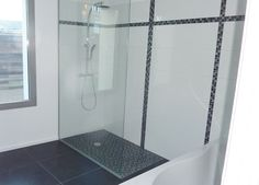 Pose de carrelage dans une salle de bain design à Lille. Professionnel expert de l'éco-rénovation Qualibat RGE. Bathtub, Bathroom, Standing Bath, Washroom, Bathtubs, Bath Room, Bath, Bathrooms, Bath Tub