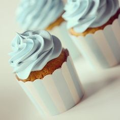Blue frosting cupcake design for baby shower.love the cups. Christening Cupcakes, Baby Boy Cupcakes, Cupcakes For Boys, Baby Cupcake, Blue Cupcakes, Blue Frosting, Cupcake Frosting, Cupcake Cakes, Cake Icing
