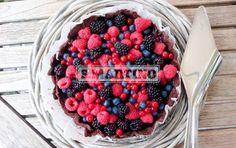 Cestino di cioccolato gianduia e frutti di bosco chocolate and berries cake #pie #tart #cake #crostata #berries #fruttidibosco #ilovesanmartino