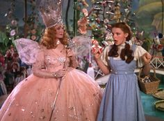 Billie Burke as Glinda the good witch and Judy Garland as Dorothy Gale in The Wizard of Oz Judy Garland, Over The Rainbow, Glenda The Good Witch, Pin Up Retro, Billy Burke, Wizard Of Oz 1939, Yellow Brick Road, Girly, Cultura Pop
