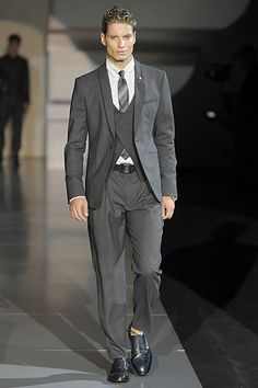 Edwardian male inspiration shown in Emporio Armani Spring/Summer 2009 menswear collection. Look 8 displays a three piece suit with vest tie and jacket along with narrow pant bottoms. Armani Men, Emporio Armani, Fashion Show, Fashion Looks, Mens Fashion, Armani Collection, Vest And Tie, Three Piece Suit, Style Challenge