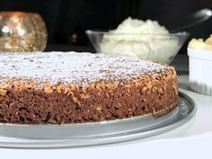 Glutenfri kladdkaka med kolasmak Lchf, Fika, Fodmap, Vanilla Cake, Banana Bread, Food Porn, Glutenfree, Candy, Baking