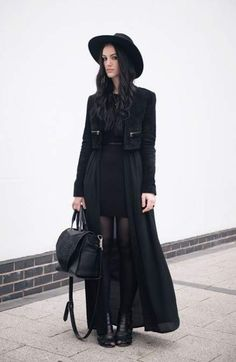 Dark fashion & all black everything street style outfits. Witch Fashion, Dark Fashion, Gothic Fashion, Trendy Fashion, Fashion Outfits, Dress Fashion, Fashion Ideas, Outfit Instagram, Fashion Blogger Instagram