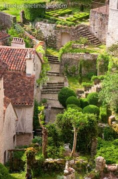 Gardens and roof terraces, St Cirq Lapopie, Lot, Midi-Pyrenees, France