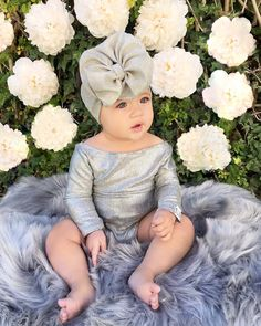 Image may contain: 2 people, flower Baby Bump Pictures, Cute Baby Photos, Baby Girl Dress Design, 6 Month Baby Picture Ideas, Newborn Girl Outfits, Baby Poses, Cute Kids Fashion, Newborn Baby Photography, Cute Baby Girl