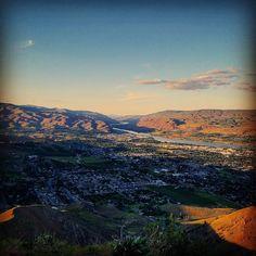 The view is majestic above the mighty castle rock.  #wenatchee #castlerock #pnw #hiking #wherebadassesgo #washington #columbiariver #prettystuffnshit by awesomeadamthebadass