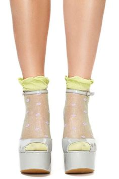 Zapatos con calcetines, fashionista, fashion ideas, hipster style, cute girls www.PiensaenChic.com