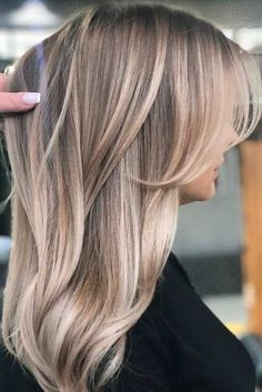25 Gorgeous Haircuts For Heart Shaped Faces Center Parted Bangs And Long Hair ❤️ There are a ton of cute haircuts for heart shaped faces to choose from. Girls with heart shaped faces are truly blessed. Check out these popular looks. Medium Blonde Hair, Balayage Hair Blonde, Face Shape Hairstyles, Bob Hairstyles, Bangs Hairstyle, Easy Hairstyle, Bob Haircuts, Hairstyle Ideas, Curly Hair Styles