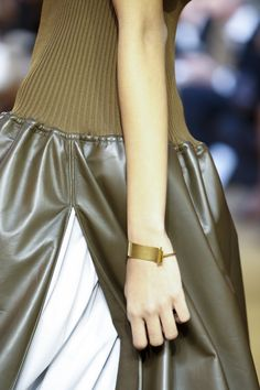 See detail photos for Céline Spring 2016 Ready-to-Wear collection.