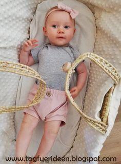 10 Freebie-Schnitte zu einer Sommer Baby-Organic Capsule Wardrobe Capsule Wardrobe, Onesies, Freebies, Free Tutorials, Clothes, Patterns, Diy, Fashion, Little Dresses