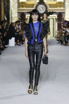 Fashion Week Paris Spring/Summer 2018 look 62 from the Balmain collection womenswear High Fashion, Fashion Show, Balmain Collection, Spring Summer 2018, Model Photos, Online Boutiques, Women Wear, Clothes, Balmain Paris