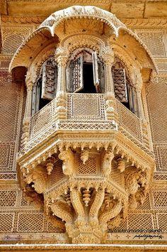 Amazing architecture of Jaisalmer, Rajasthan, India Indian Architecture, Ancient Architecture, Beautiful Architecture, Beautiful Buildings, Architecture Design, Beautiful Places, Jaisalmer, Amazing India, Rajasthan India