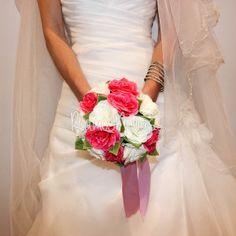 ramo-novia-rosa One Shoulder Wedding Dress, Wedding Dresses, Fashion, Pink, Wedding Bouquets, Boyfriends, Bride Dresses, Moda, Bridal Gowns