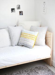 kinda loving this…DIY Plywood Daybed…how to… - DIY Möbel Ikea Furniture, Plywood Furniture, Cool Furniture, Bedroom Furniture, Furniture Design, Futuristic Furniture, Furniture Movers, Luxury Furniture, Furniture Ideas