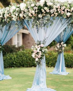 Continuing to be a top hue of the season is soft baby blue! You can see why with this lush floral canopy with Bloom Box! xoxo