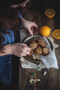 Biscotti alle mandorle, olio d'oliva e arancio