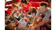 Des pêcheurs chevronnés vous accueillent sur leur bateau. Montez les casiers puis dégustez un homard, le tout sous le signe de l'hospitalité acadienne. | Croisières Shediac Bay Cruises, Pointe-du-Chêne, Nouveau-Brunswick, Canada