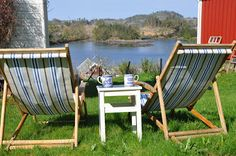 Smallholding in Hidle- Sundet: Old deckchairs