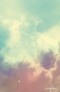 Viveva chiusa in se stessa, come se stesse sognando un sogno senza inizio nè fine, un sogno in cui non c'era niente ma da cui non voleva svegliarsi, un sogno fatto tutto di nuvole, che passavano silenziose occultando un cielo di cui si era ormai dimenticata. Saramago j. Thought Cloud