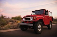 The Toyota Land Cruiser is one of the greatest vehicles ever built. Every so often we see one that teeters on the verge of perfection, and this 1978 Toyota Land Cruiser that hit the auction block a few years back is just that. Toyota Fj40, Toyota Cars, Toyota Corolla, Toyota Lc, Toyota Land Cruiser, Trailers, Carros Toyota, Toyota For Sale, Corolla Hatchback