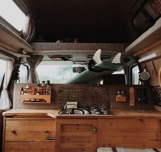 Sprinter van conversion interiors fresh 10 camper van kitchens with the cozy amenities of home - Savvy Ways About Things Can Teach Us Vw Caravan, Caravan Vintage, Sprinter Conversion, Camper Conversion, Camper Life, Vw Camper, Van Life, Combi Hippie, Wolkswagen Van