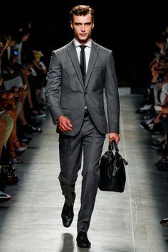 Bottega Veneta menwears SS 2014 collection http://www.toplook.it/Moda/collezione-uomo-pe-2014-di-bottega-veneta-gioco-di-contrasti-e-il-segno-del-gesso-del-sarto.html