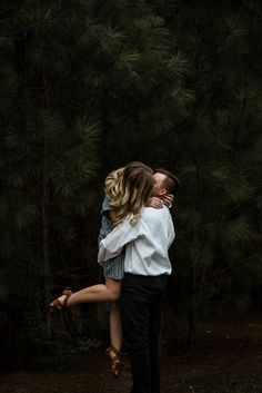 Head over heels for these couple portraits | photo by Laura Hamon Photography