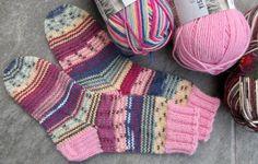 Vanuttunut Villasukka: 2017 I wish I spoke Finnish! Her work is Amazing! My Socks, Knitting Socks, Crochet Yarn, Mittens, Knitting Patterns, Projects To Try, Rainbow, Sewing, Villa