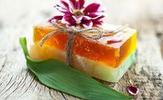 Sapone fatto in casa con erbe aromatiche e limone!