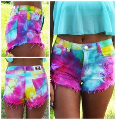 Summer Daze Tie Dye High Waisted Cutoffs from Amazing Lace. Saved to Epic Wishlist🙌. Diy Shorts, Look Fashion, Diy Fashion, Ideias Fashion, Short Tie Dye, Kawaii Mode, Look 2015, Diy Sac, Tokyo Street Fashion