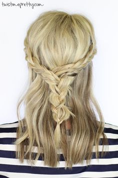 Such a cute braided hairstyle for medium length hair! | Twist Me Pretty
