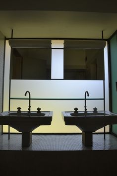 La Ricarda,Prat del Llobregat,Barcelona Arquitecto Antonio Bonet 1949-1963 | modern bathroom | Flickr: ¡Intercambio de fotos!