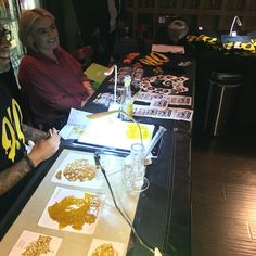 Night w/ @hq_concentrates join us #DabsandLaughs #TheHeadroomGallery #710gallery #710 #derbs #terps #wax #dabs #globs #errl #staylifted #420friendly #bluntculture #nugrun #hash #rosin #highsociety  #highlife #wfayo #dabbers_unite #topshelflife #concentradedcommunity by theheadroomgallery