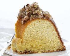 perfect buttery pound cake with the most delicate crumb is topped with a pecan butter glaze. It's a SHOWSTOPPER!A perfect buttery pound cake with the most delicate crumb is topped with a pecan butter glaze. It's a SHOWSTOPPER! Pumpkin Butter, Butter Pecan, Fun Desserts, Dessert Recipes, Pecan Desserts, Delicious Desserts, Dinner Recipes, Butter Pound Cake, Kentucky Butter Cake