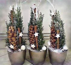 Hottest Images Xmas crafts wreaths Strategies Obtaining a evening of Christmas time craft idea brainstorming. It can be 5 days ahead of Christmas. Christmas Design, Christmas 2017, Rustic Christmas, Winter Christmas, Christmas Time, Diy Christmas Decorations For Home, Christmas Wreaths, Christmas Crafts, Christmas Ornaments