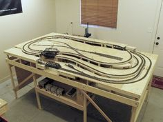 Layout Dynamics offers custom model railroad design and layout construction including track plans, scratch building and kit building for all model railroad scales. N Scale Train Layout, Ho Train Layouts, N Scale Layouts, Model Trains Ho Scale, N Scale Trains, Ho Trains, Train Miniature, Escala Ho, Model Railway Track Plans