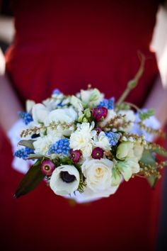 Love the red white and blue arrangements! www.layersoflovely.com