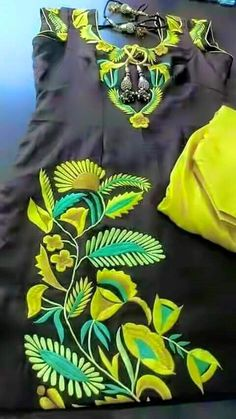 Embroidery Suits Punjabi, Embroidery Suits Design, Shirt Embroidery, Rose Embroidery, Embroidery Fashion, Hand Embroidery Designs, Punjabi Suits, Salwar Suits, Plazzo Suits