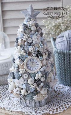 Dollar Tree Christmas, Christmas Mood, Christmas Tree Decorations, Christmas Wreaths, Christmas Ornaments, Elegant Christmas, Christmas Christmas, Handmade Christmas Crafts, Xmas Crafts