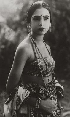 Seeta Devi, 1925 (by pictosh)  Anglo-Indian actress Seeta Devi (born Renee Smith), 1925