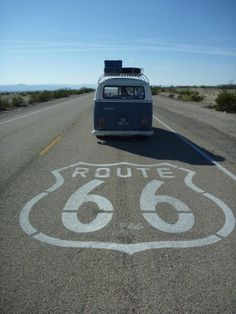 Un voyage en Californie pour cet été I would love to drive the whole Route 66 Bus Camper, Vw Caravan, Volkswagen Bus, Vw T1, Volkswagen Beetles, Road Trip Usa, Wolkswagen Van, Voyage Usa, Historic Route 66