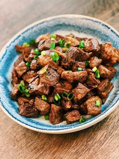 If you love garlic and you love steak, these Garlic Steak Bites will blow your mind. Every single cube is the perfect bite; this dish is perfect for garlic lovers like me! Asian Noodle Recipes, Healthy Asian Recipes, Asian Chicken Recipes, Easy Chinese Recipes, Vegetarian Recipes, Gluten Free Chinese, Chinese Cooking Wine, Asian Honey, Steak Bites