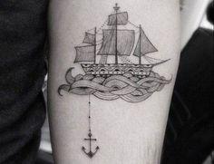 Llevar todas estas sensaciones y emociones consigo a cada momento es posible cuando en nuestra piel vive el recuerdo en forma de tatuajes de mar...