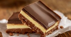 A classic Canadian dessert with some seriously global appeal. Make Ahead Desserts, Sweet Desserts, Nanaimo Bars, Instant Pudding, Cookie Exchange, Graham Crackers, Melting Chocolate, Fudge, Candy