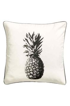 Print-motif cushion cover: Cushion cover in cotton twill with a pineapple print motif, piping in a contrasting colour and a concealed zip.