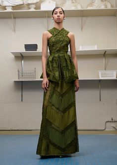 See the complete Givenchy Fall 2016 Couture collection.