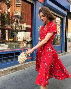 46 Magnificient Printed Dress Ideas That Make You Look Cool - Herren- und Damenmode - Kleidung Fashion Mode, Modest Fashion, Look Fashion, Stylish Dresses, Cute Dresses, Casual Dresses, Red Dress Casual, Red Floral Dress, Midi Dresses
