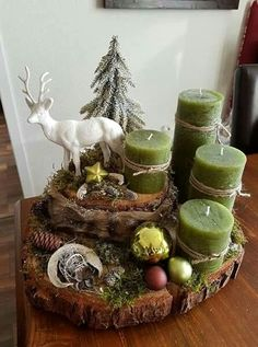 With Tree Trunks And Tree Slices Create The Most Beautiful Decoration For . - With Tree Trunks And Tree Slices Create The Most Beautiful Decoration For This Season. Centerpiece Christmas, Diy Christmas Decorations, Christmas Candles, Christmas Themes, Noel Christmas, Christmas Wreaths, Christmas Crafts, Xmas, Christmas Ornaments