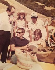Harrison Ford, Carrie Fisher and Steven Spielberg. Star Wars Cast, Leia Star Wars, Star Trek, Fisher Stevens, Carrie Frances Fisher, Princesa Leia, Writing Pictures, Han And Leia, George Lucas
